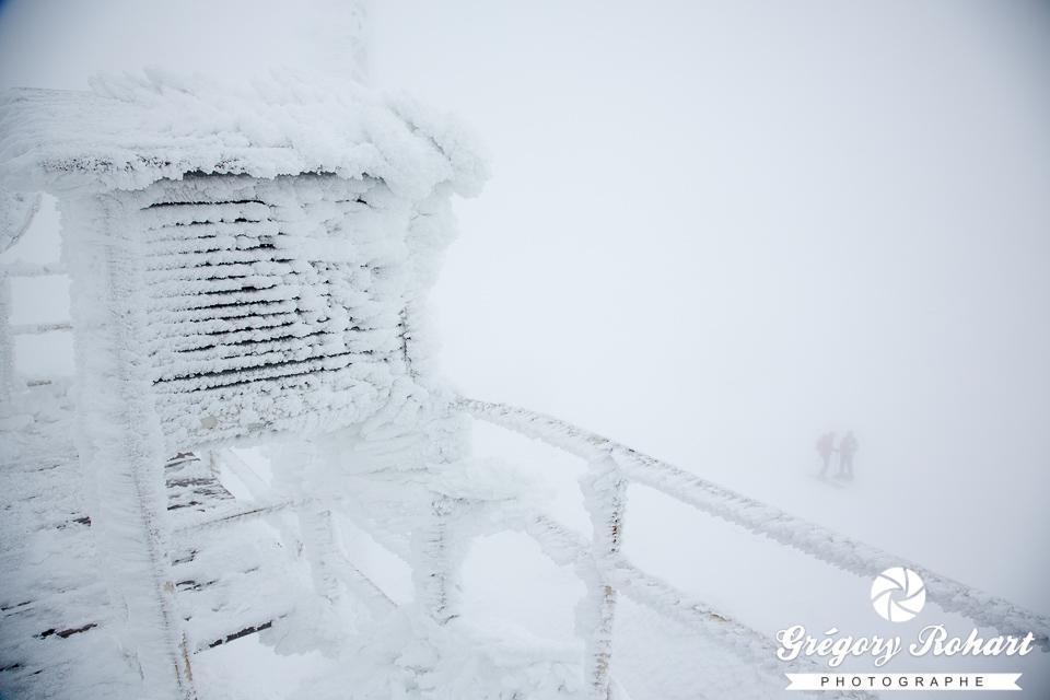 Dans la tempête au sommet du Cherni vrah dans le massif de Vitosha